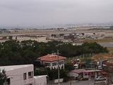 沖国大:キャンパスから見える基地